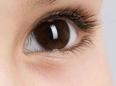隐形眼镜护理液不可以滴入眼睛.jpg