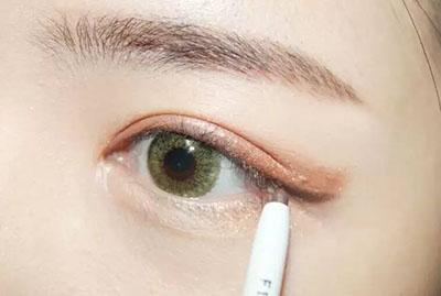 绿色美瞳妆容搭配7.jpg