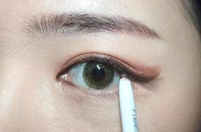 绿色美瞳妆容搭配9.jpg
