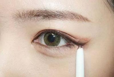 绿色美瞳妆容搭配10.jpg
