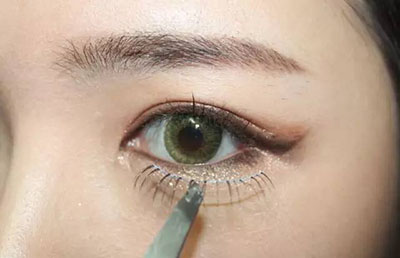 绿色美瞳妆容搭配12.jpg