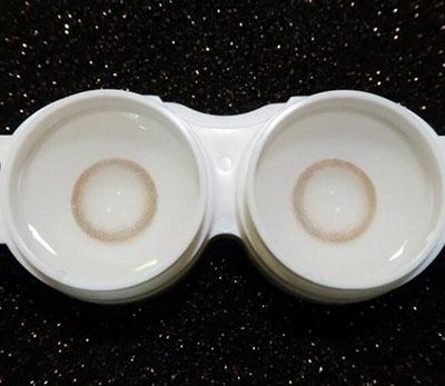 泡隐形眼镜.jpg