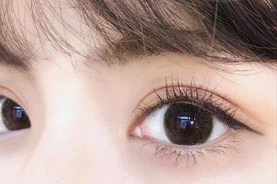 小眼睛怎么戴隐形眼镜.jpg